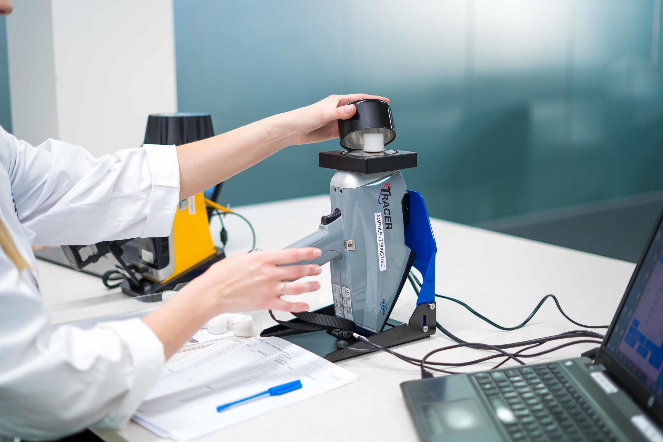 Bruker Tracer XRF Portable Spectral Services (2)